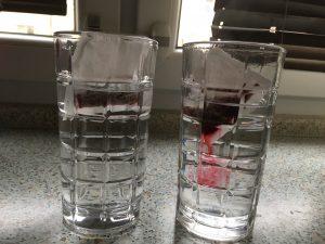 Ve studené vodě probíhá difúze mnohem pomaleji než v horké vodě.